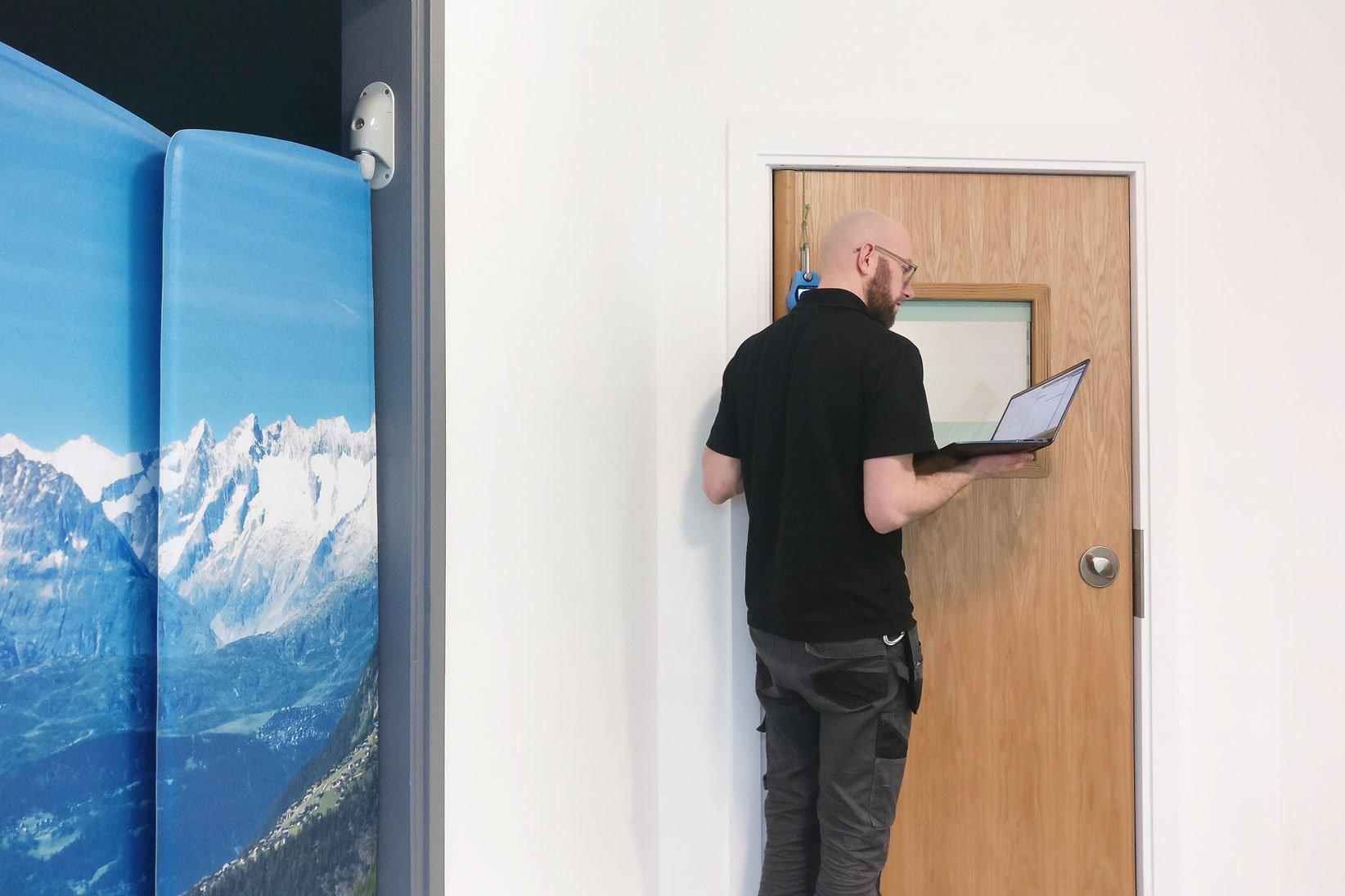 Full-door-ligtaure-alarm-testing