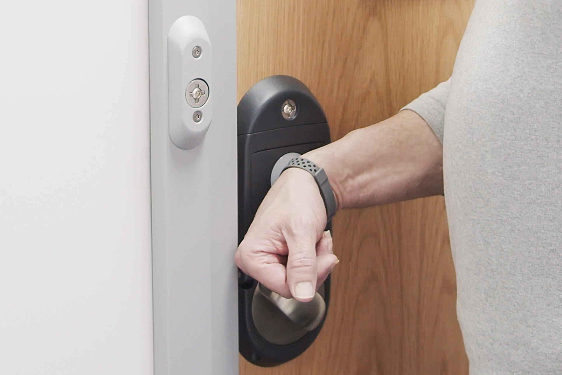 Integrated Override Lockset_wristband
