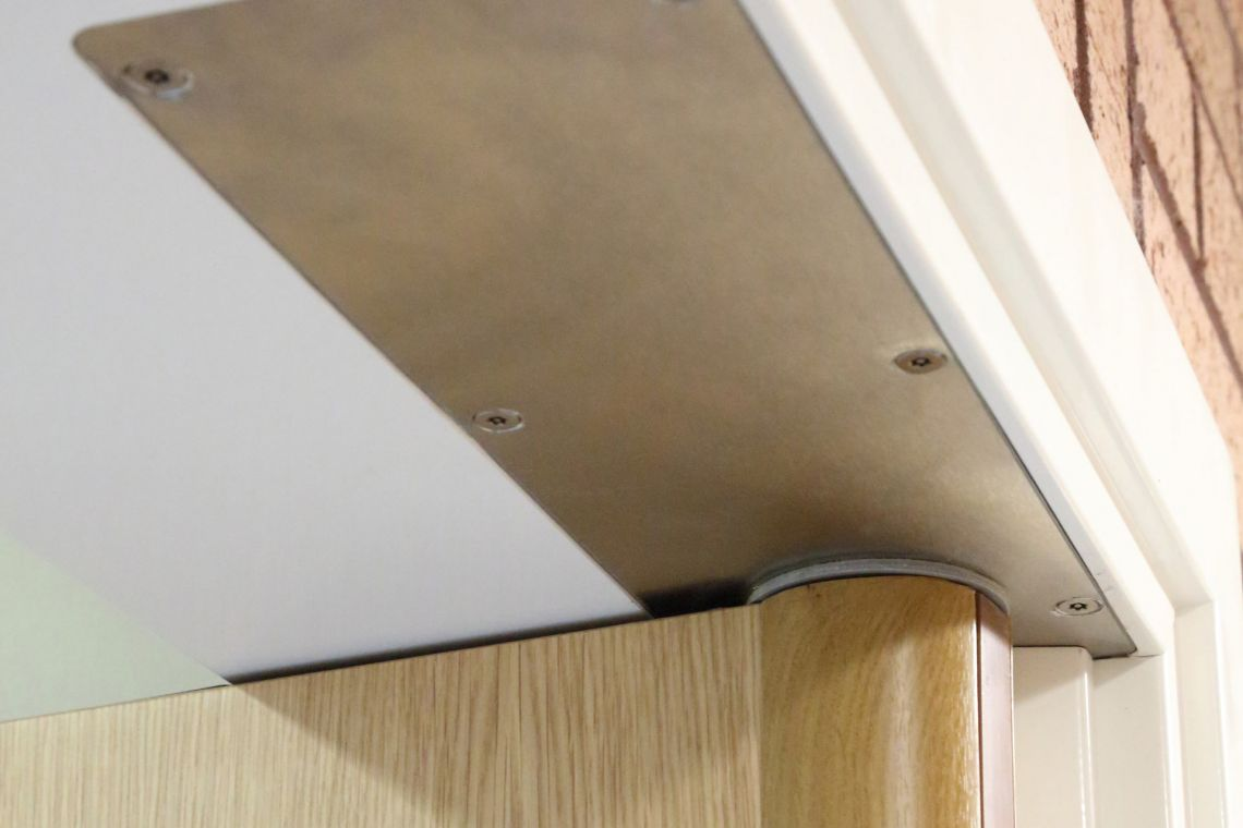 Concealed door closer (Sureclose)